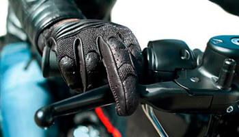 Protecciones en guantes de moto